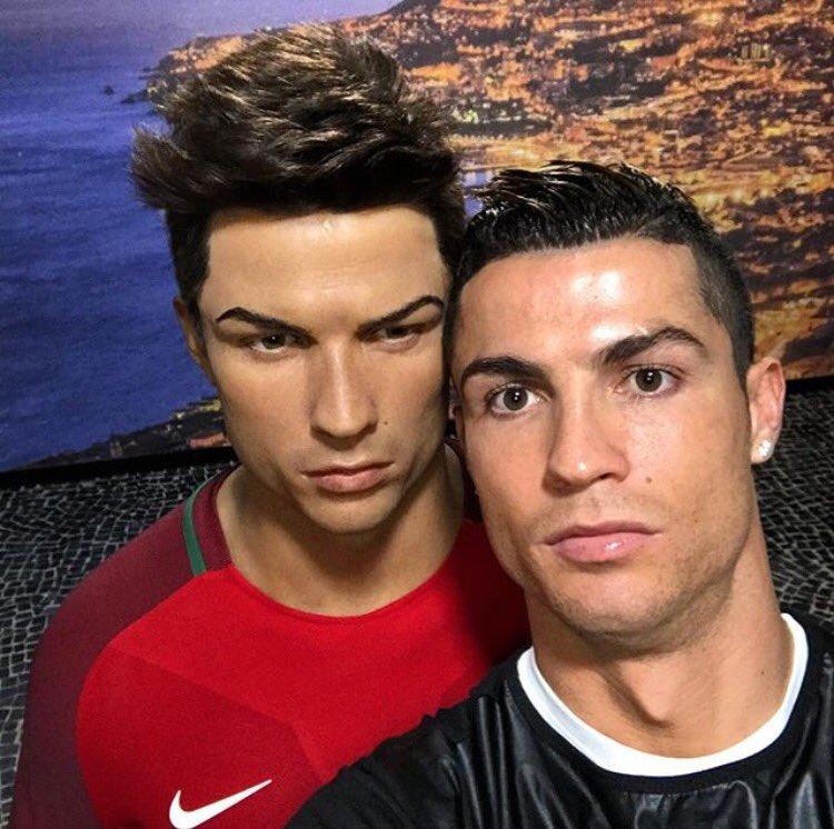 Роналду висміяли за фото зі своєю восковою фігурою - фото 1