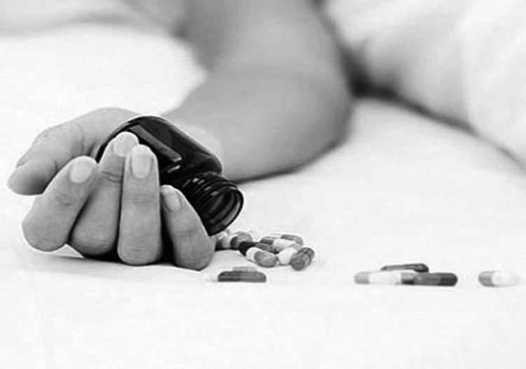 तीन छोरीलई विष खुवाएर आमाद्वारा आत्महत्या