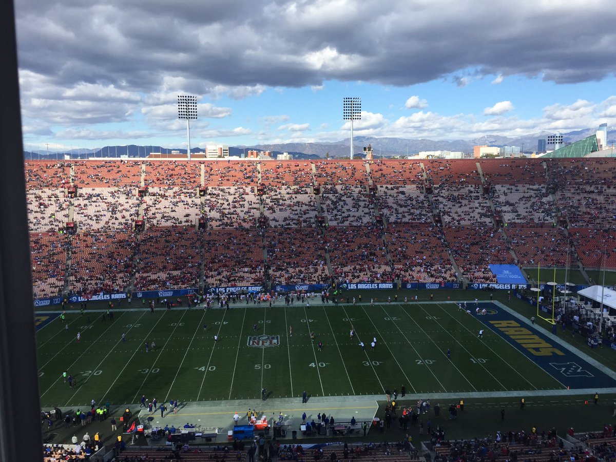 The crowd at the LA Coliseum about 10 minutes before kickoff. https://t.co/6aKKXV3Wx6