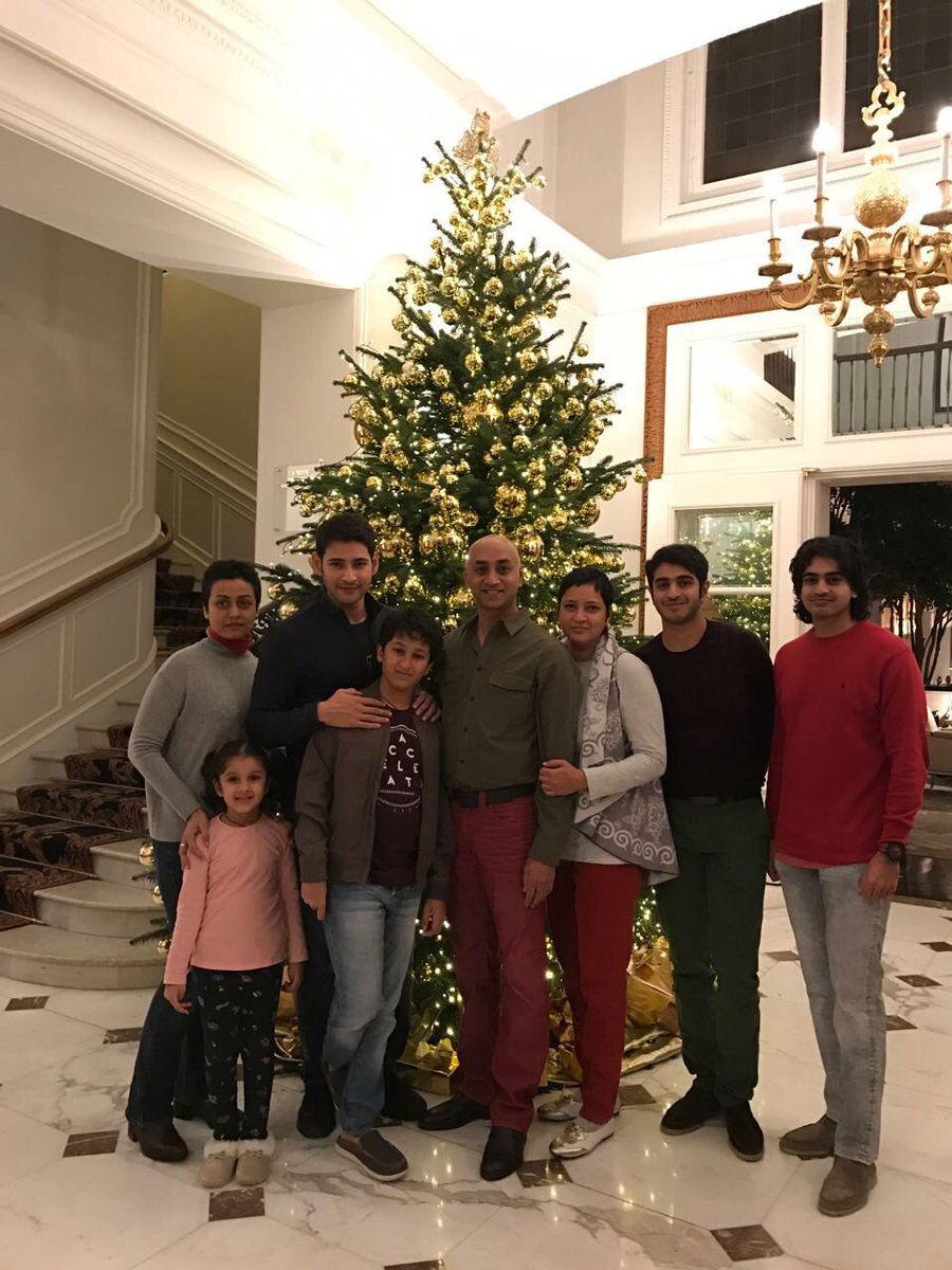 Merry Christmas :) @urstrulyMahesh @1nOnly_AG @sidgalla https://t.co/YCybGyd1fO