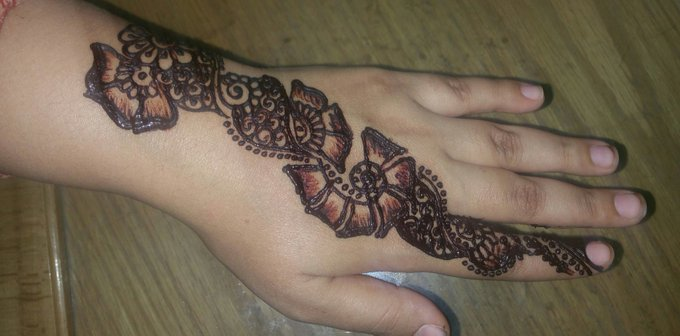 Simple DIY Bail Mehndi Design