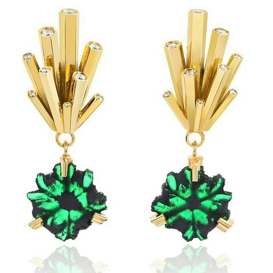 Festive mood with this lovely #earrings by @OrnellaArtJewel with trapiche #emeralds 💚 and #diamonds💎 set in #gold #lovegold #luxury #jewel https://t.co/q2TRSyIpaG