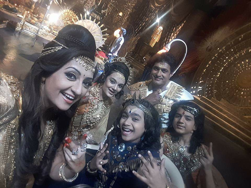 But first let me take a Selfie..! Christmas celebrations on sets of Shani..! #swastikproductios #kpdshani #colorstv https://t.co/xzmnYbmJ7k