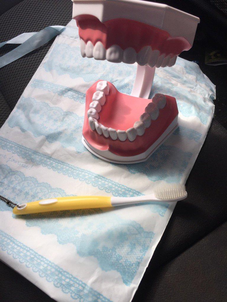 姪っ子(7歳)「クリスマスには歯医者さんセットがほしい!!」って言ってたんだけど、届いたのがこれ。 https://t.co/7aNO67r2kQ