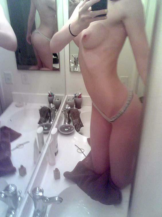 Nude Selfie 10028