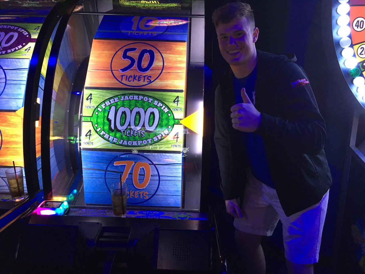 Drew Barker hit the jackpot not once, but twice, at Dave and Buster's. All photos via @UKStoopsTroops.