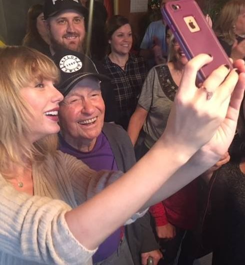 96-year-old WWII vet from New Madrid, MO who loves Taylor Swift gets surprise of a lifetime https://t.co/WO92YaNRYw https://t.co/kSPKce57jH