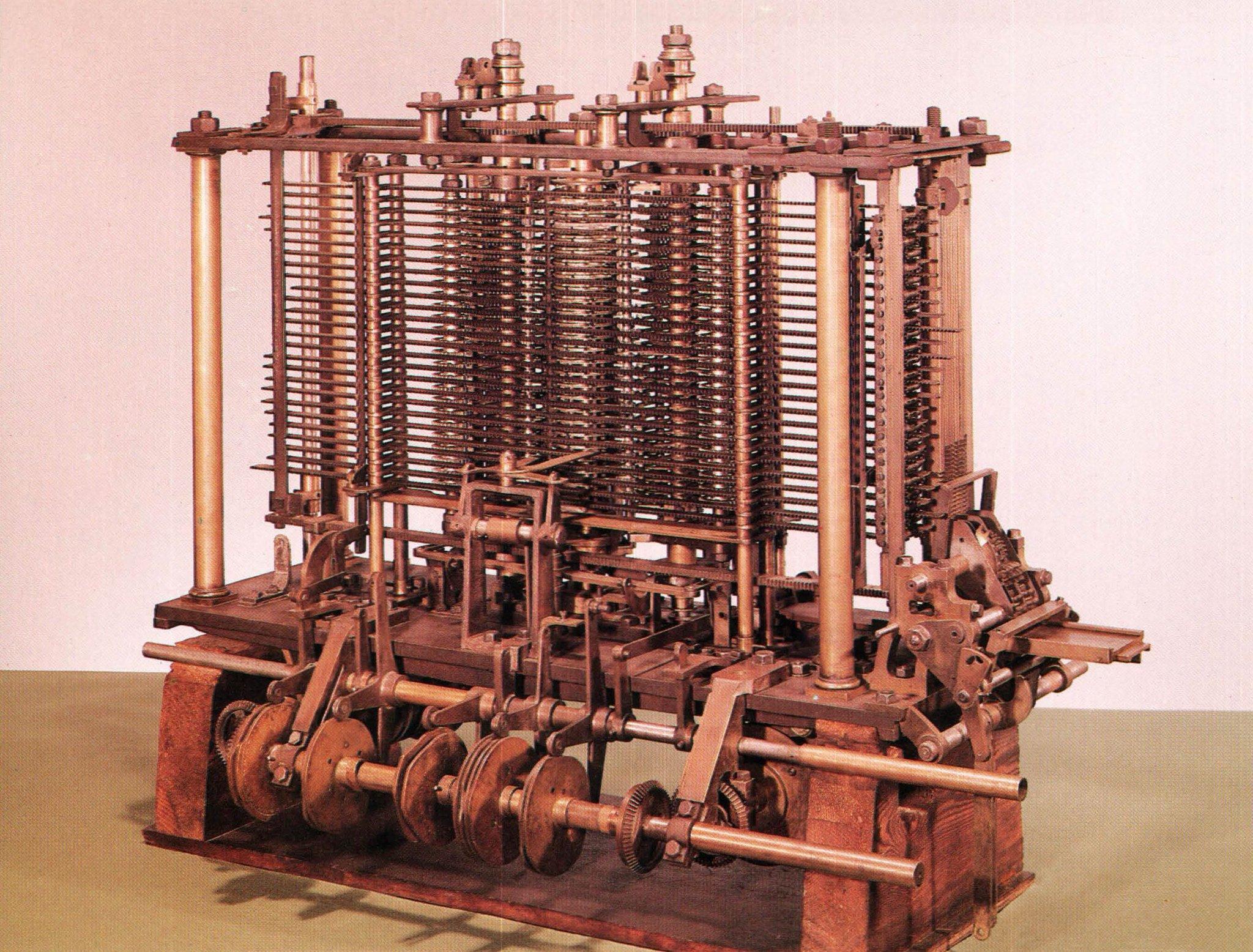 """Poco después empezó a diseñar teóricamente una máquina que fuera capaz de hacer cosas más generales. La """"Máquina Analítica"""". https://t.co/aUNVQgWVpy"""
