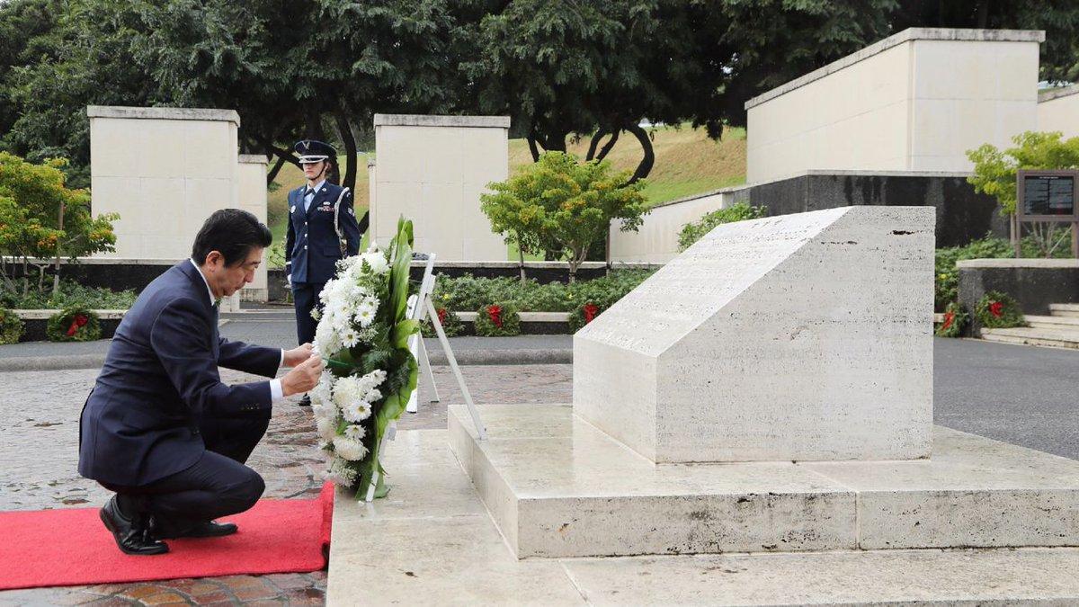 Shinzo Abe a Pearl Harbor: 'Mai più ripetere l'orrore della guerra' #pearlharbor https://t.co/PU2HyqduMW