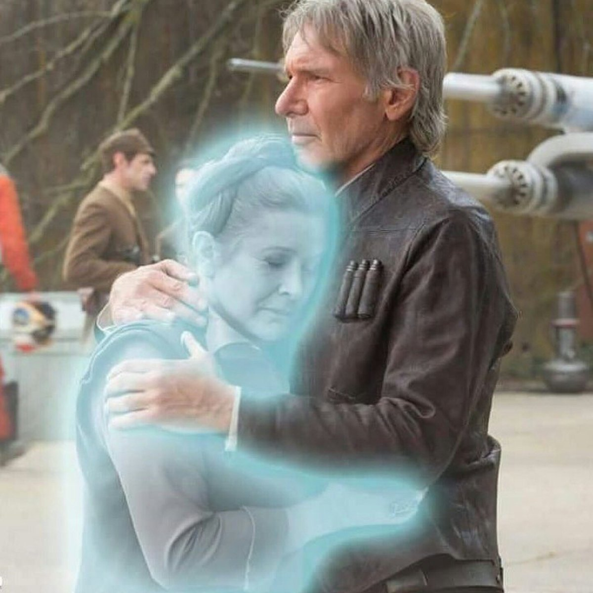 I just lost it upon seeing this. May the Force be with you. #RIPCarrie #CarrieFisher https://t.co/At5B3vcxzU