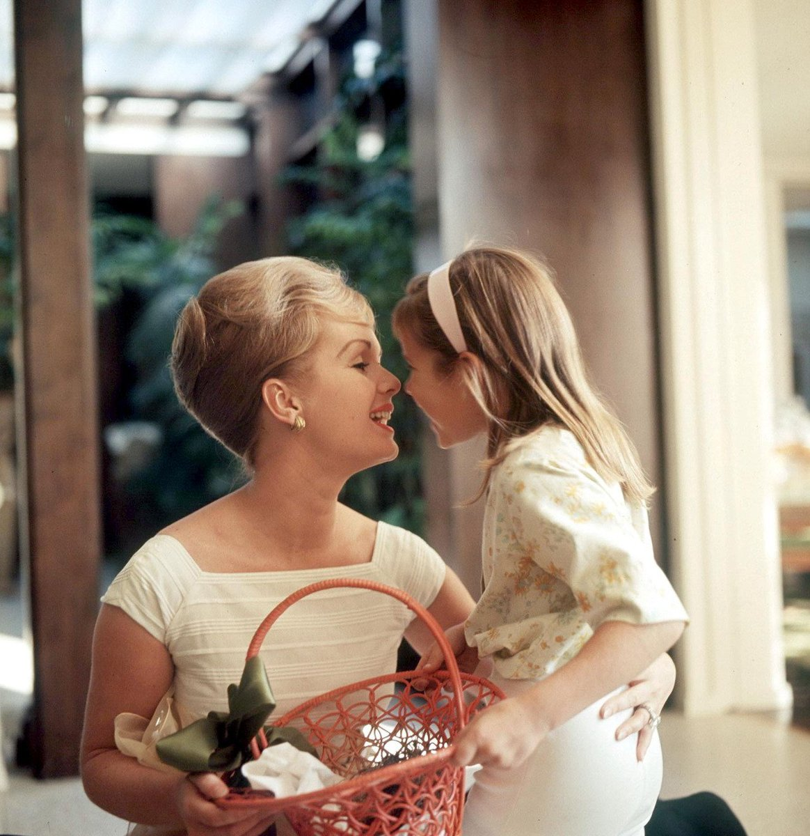 Photos: Debbie Reynolds and her daughter, Carrie Fisher, photographed in the 1960s - https://t.co/Qctgw6G1ho