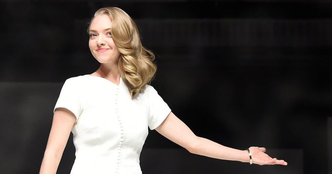 You Won't Even Recognize Amanda Seyfried With Her New, Short Dark Brown Hair
