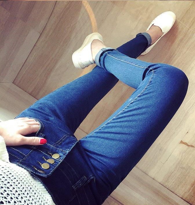 Фото женских ног в джинсах