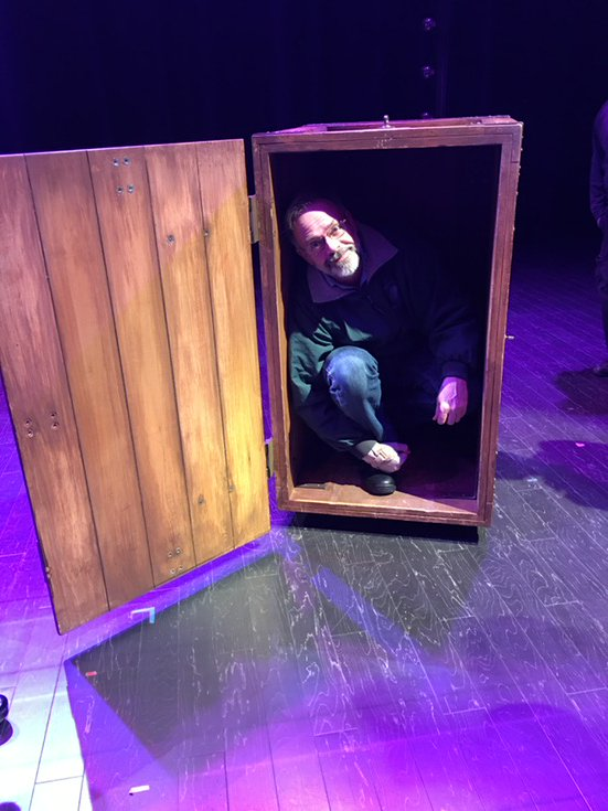 This was before the Penn & Teller show last night. Apparently, @MrTeller was in the box with me the whole time. https://t.co/QC0U7cABUa
