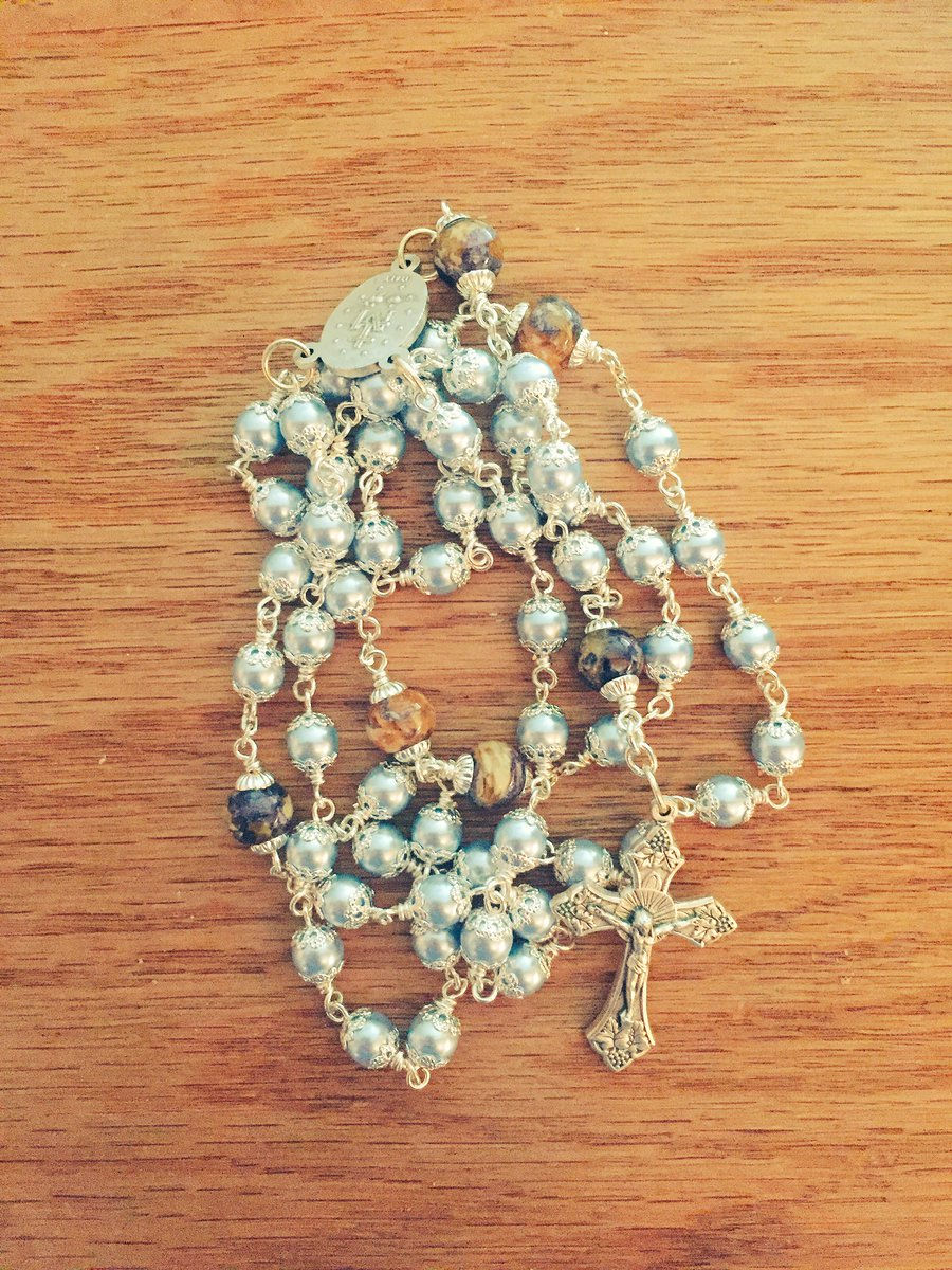 Tommy tighe on twitter our christmas gift to ourselves a rosary tommy tighe on twitter our christmas gift to ourselves a rosary made from the flowers from lukes funeral httpstro5z3ilv57 izmirmasajfo Image collections