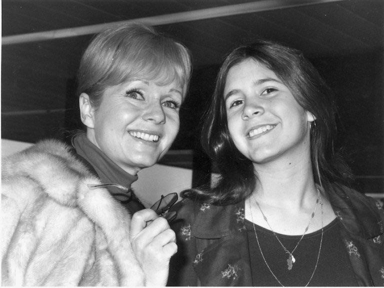 Debbie Reynolds con la figlia Carrie Fisher da giovani