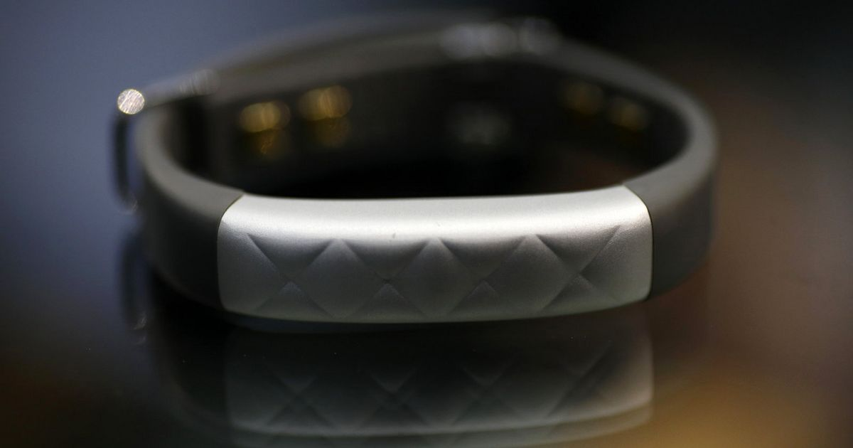 Report: Fitbit tried to buy wearable arch-rival Jawbone