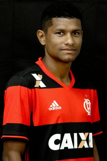 Alô China! Esse é o Vinícius JR,  grande promessa da base do Flamengo. Podem levar... https://t.co/icSdZZGDUX