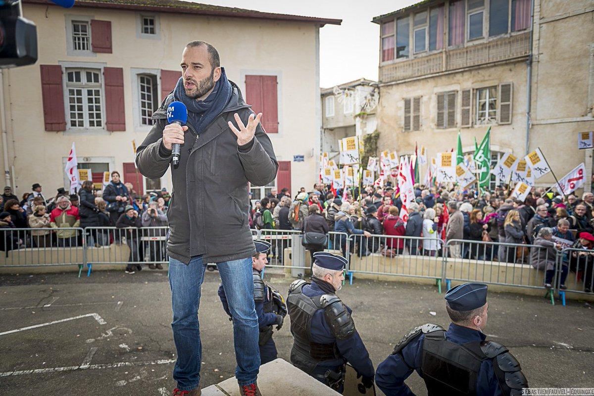 REVUE DE PRESSE Procès de l#EvasionFiscale le #9janvier à Dax! Incroyable mobilisation citoyenne #FaucheursDeChaises  http://www. scoop.it/t/faucheurs-de -chaises?nosug=1 &nbsp; … <br>http://pic.twitter.com/LDMyzqLeQe