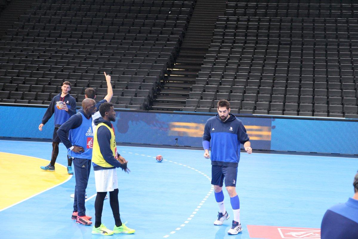 Premier entrainement pour les Bleus 🇫🇷 ➡️ #FRABRA  #Handball2017 https...
