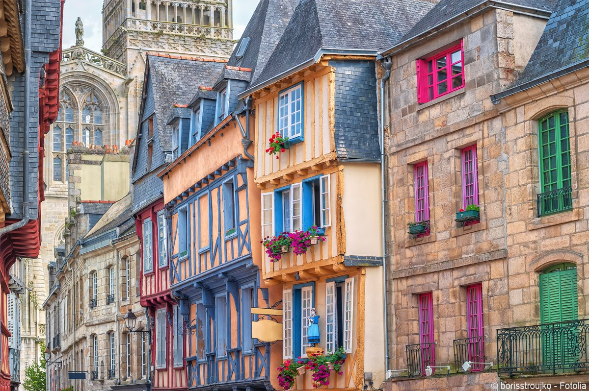 Who fancies a stroll in the picturesque town of Quimper today? 💛💙💜 #Th...