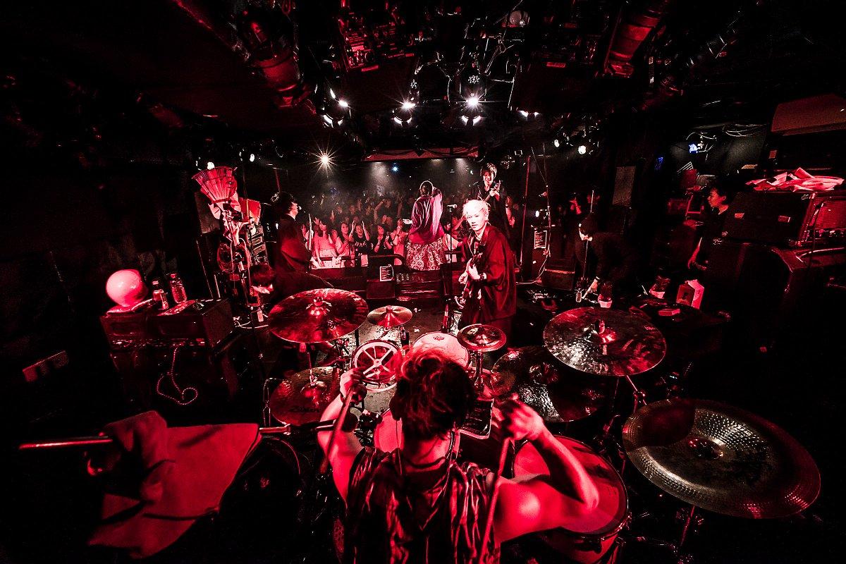 """2017年1月9日(月•祝) Shibuya Milkyway「2017年オメでたい頭でなによりレコ発☀日の出ワンマン""""SHOW-GUTS!""""」写真その1 素晴らしい熱気でした♨︎ https://t.co/FvIymm3km2"""