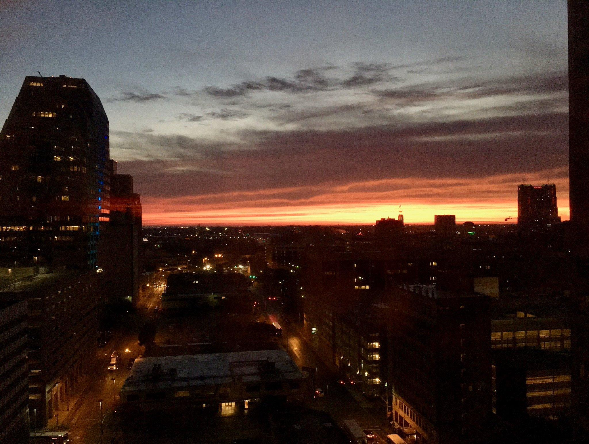Sunrise over San Antonio. Good morning @LSCtweets  #LSCTIG Hackathon https://t.co/Vijak7VdFB
