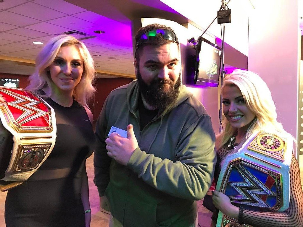 #Wrestlemania press conference w/ @charlottewwe & @alexa_bliss_wwe_  https://t.co/8qFu1Ggqfp https://t.co/d2synhmlbv