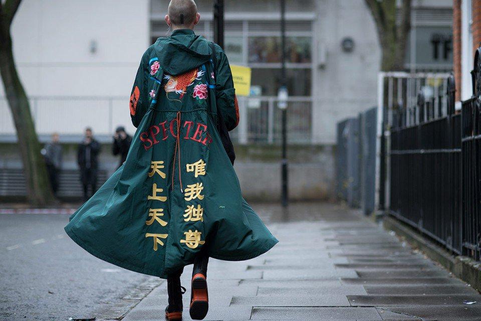 暴走族の特攻服風の服がロンドンの最先端ファッションになっとる。しかもスペクターて。 https://t.co/iu8tCrx2yQ https://t.co/xoarAJmjl7