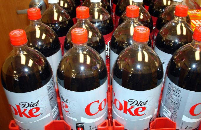 Don't believe all the bad sh*t people say about Diet Coke. https://t.c...
