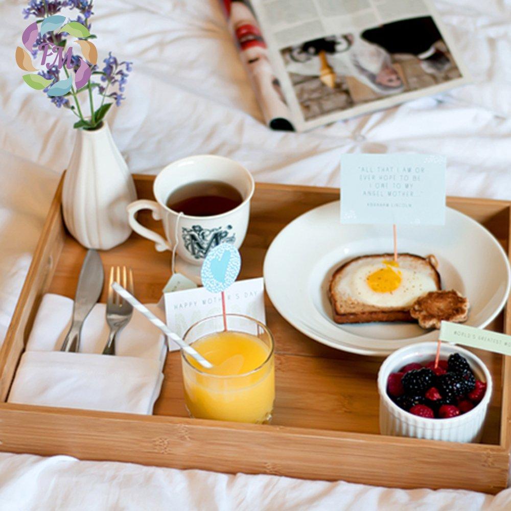 стоит картинка поднос с кофе на утро простой незамысловатой формой