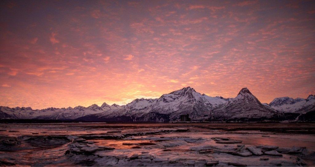 #Valdez, Alaska sunrise. [OC] [3600x2400] #ttot #travelpics #travel  http:// bit.ly/upsurger  &nbsp;  <br>http://pic.twitter.com/qNHodKZhv1