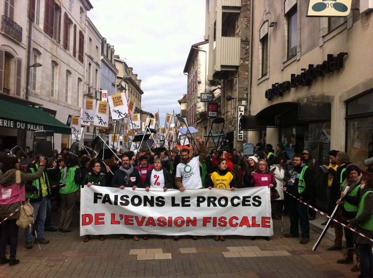 Succès de la mobilisation à Dax contre l&#39;#EvasionFiscale, poursuivons l&#39;action ! #EndTaxHeaven CP #FSU  http://www. fsu.fr/Succes-de-la-m obilisation-au-proces-de-l-evasion-fiscale-a-Dax-le-9-janvier.html &nbsp; … <br>http://pic.twitter.com/VDps1o72oK
