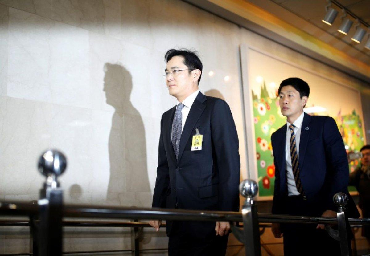 Samsung leader named a suspect in South Korea political probe