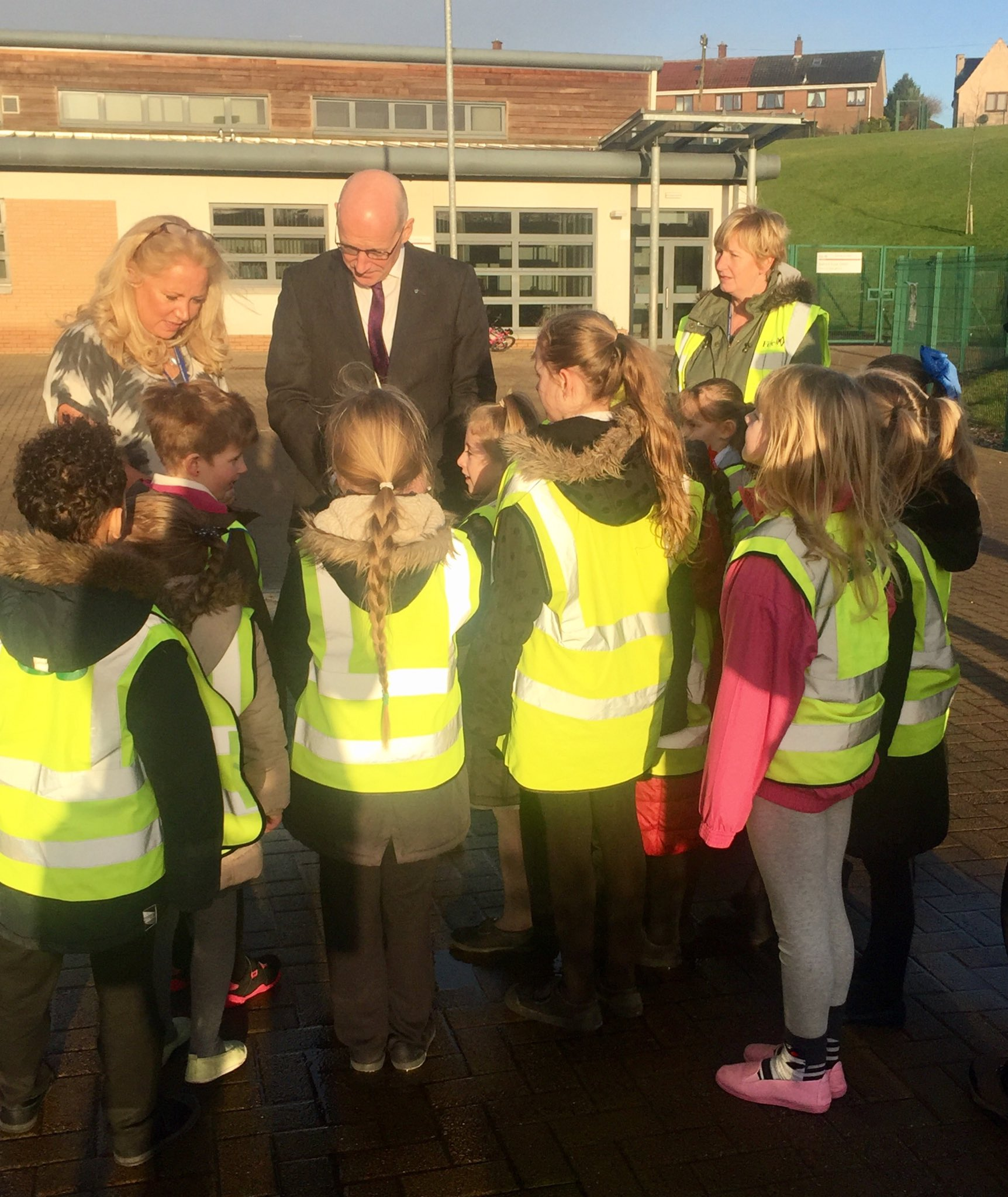 This morning @JohnSwinney met with some @InzievarPS pupils to find out how their walking bus is helping to improve attainment https://t.co/FFoTCN3dHm