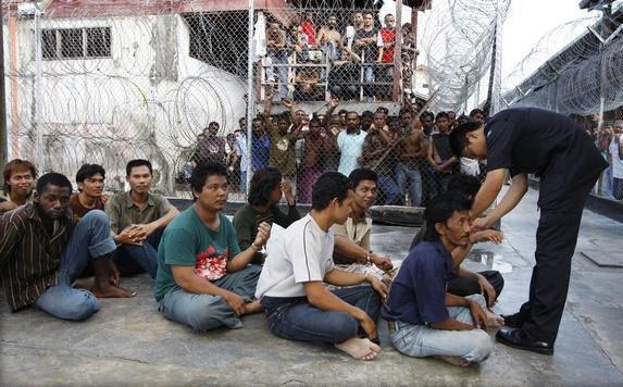#Myanmar Migrants Face #Malaysia Violence  http:// buff.ly/2j0m5xy  &nbsp;  <br>http://pic.twitter.com/1p44MKd0oj