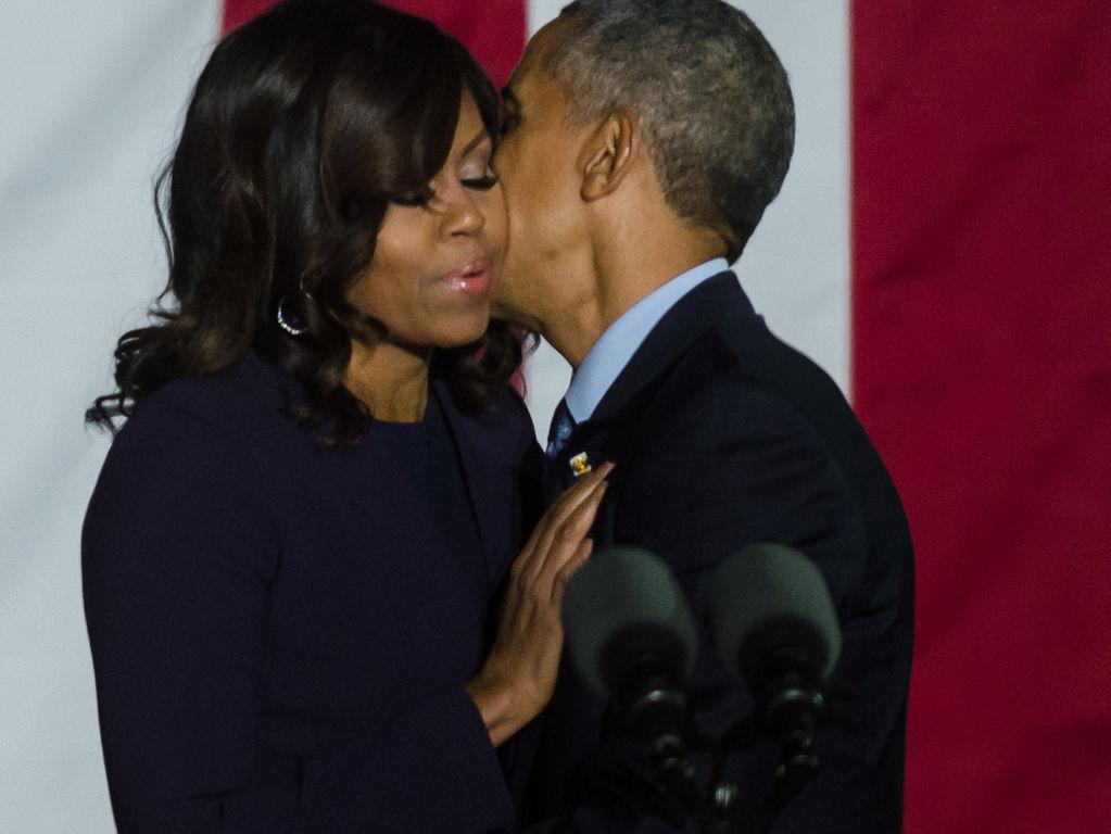 #BarackObama rend un hommage très émouvant à sa femme #MichelleObama  http:// bit.ly/2j0xihD  &nbsp;  <br>http://pic.twitter.com/9M9GzVpsxm