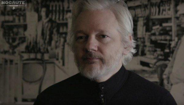Assange: golpe no Brasil 'estava sendo construído há muito tempo', com apoio dosEUA https://t.co/eTWGBO9f0X https://t.co/8CCTVmQ8bM