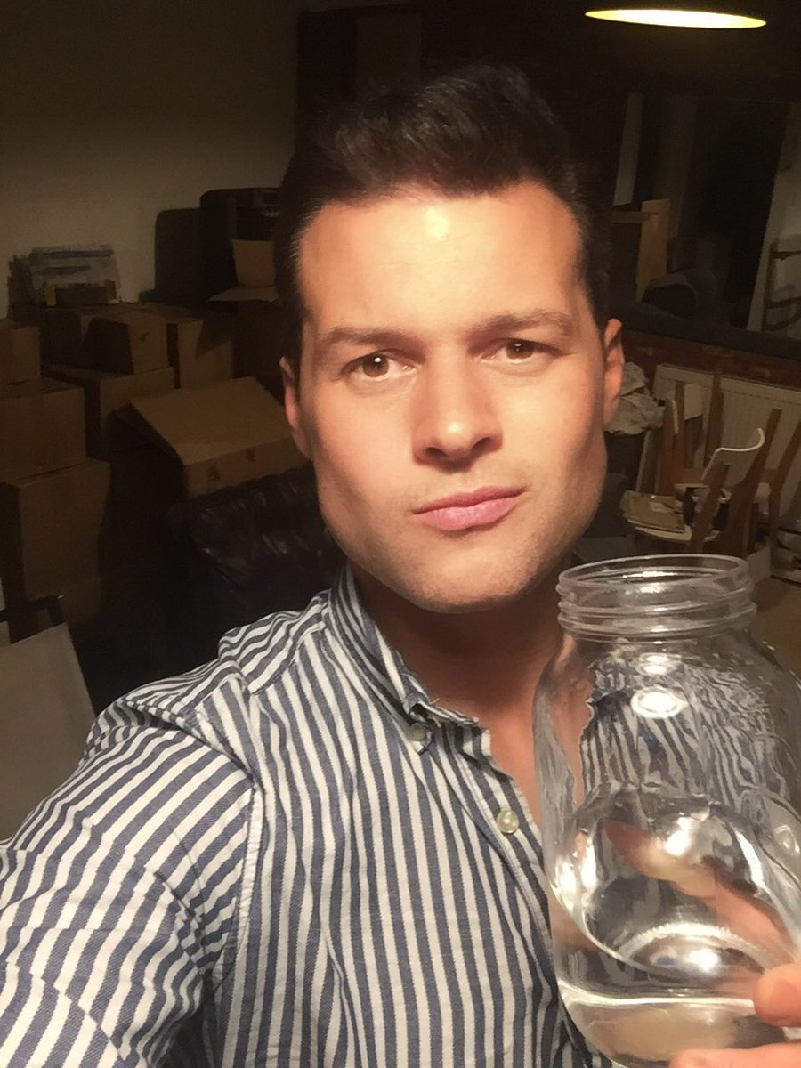 When you&#39;re #moving and almost everything is packed so you have to drink water out of random giant jars lol #makingdo #changes #newstart <br>http://pic.twitter.com/EpQlpFpBCN