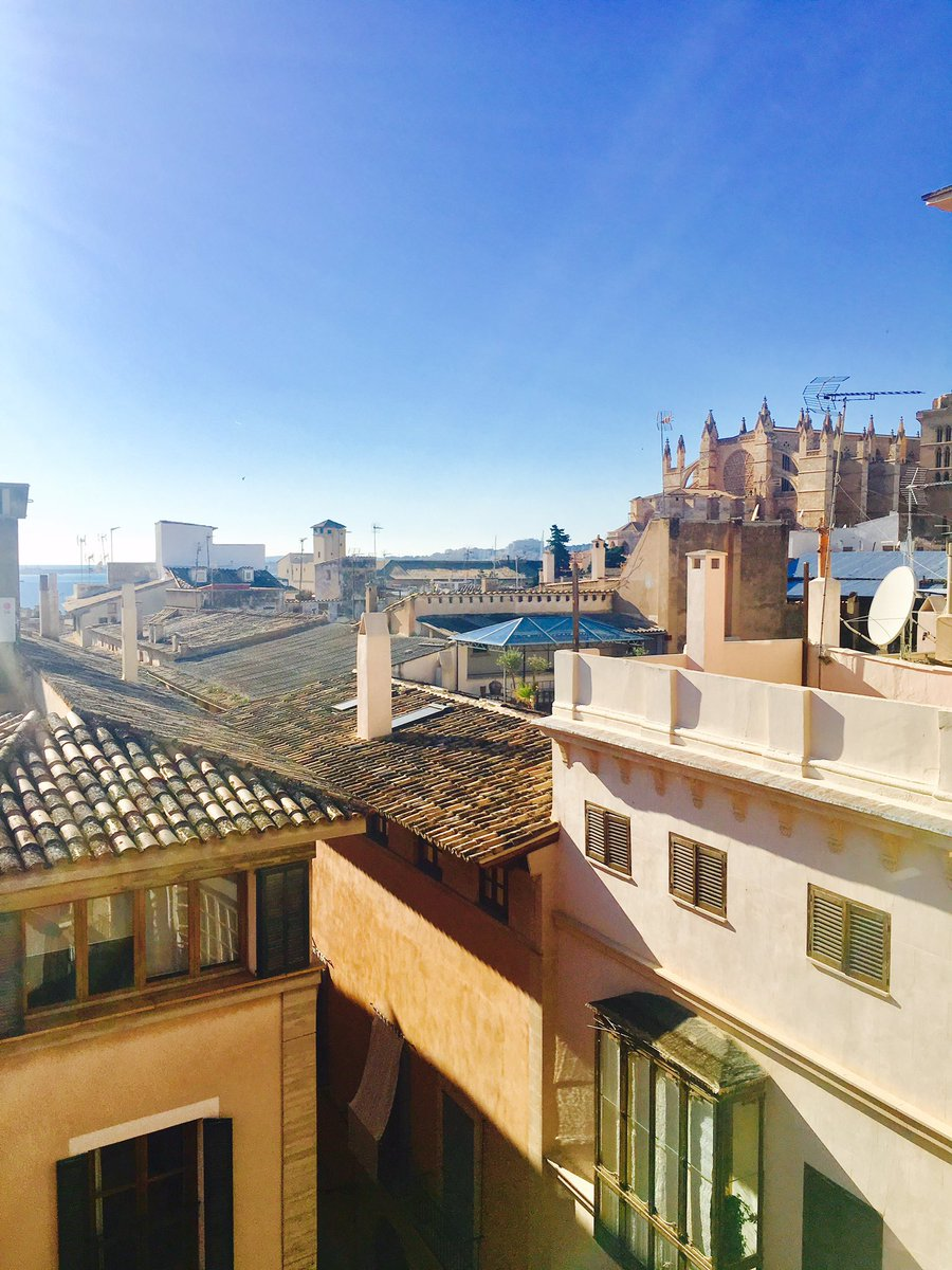 Great views out to the Bay of #Palma &amp; La Seu Cathedral from this roof top eyrie today! #mallorca #property<br>http://pic.twitter.com/J6TOxMFrYO