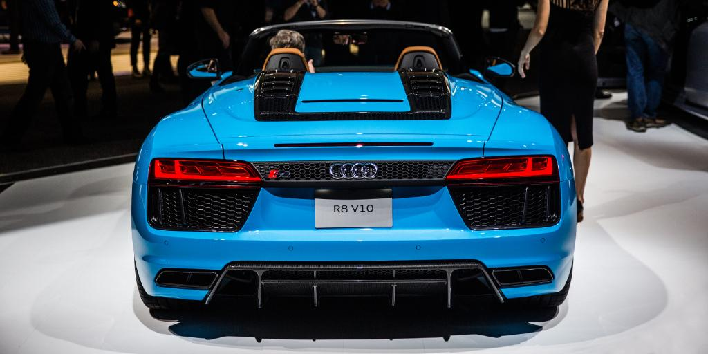 Dropping the top on the #AudiR8 Spyder turns its interior into an exte...