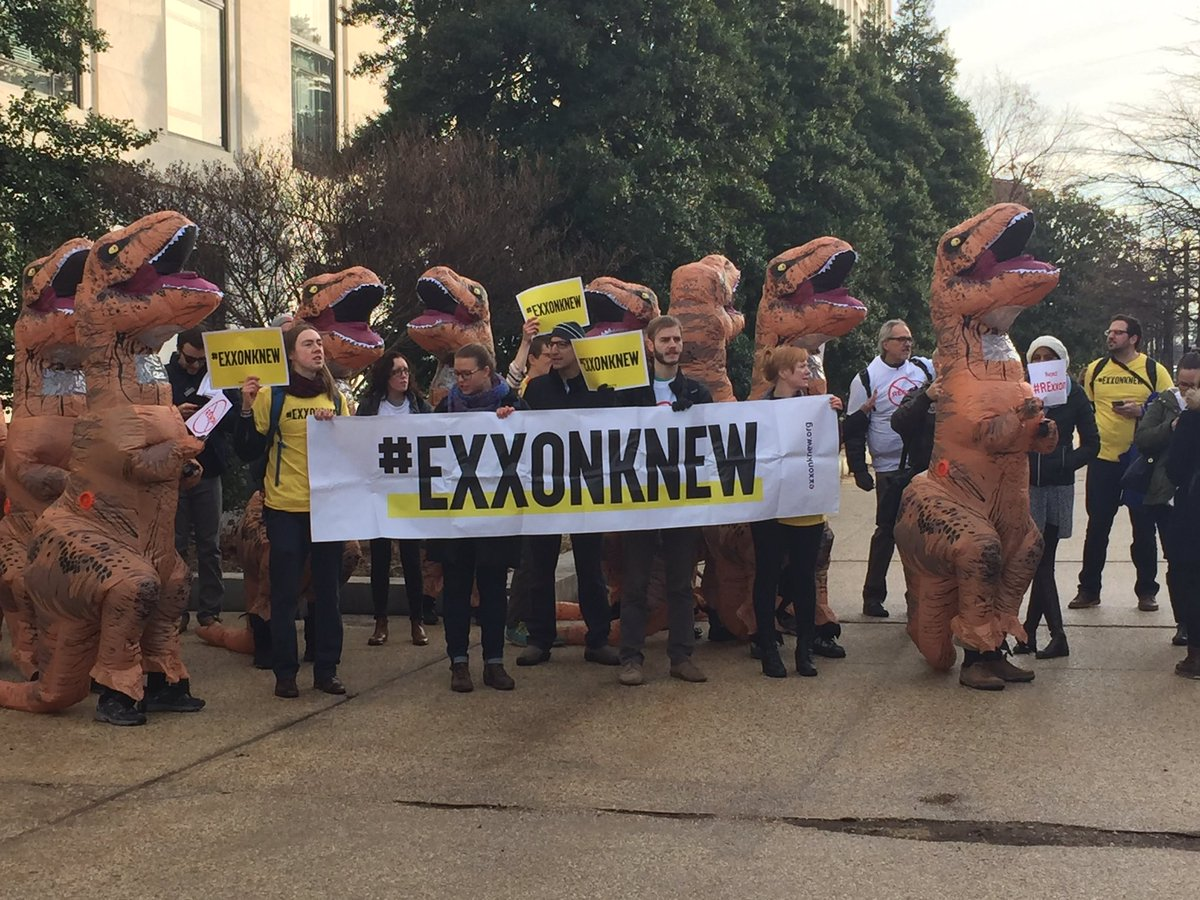 At Dirksen with @350 to protest #Tillerson. #rejectREX #ExxonKnew<br>http://pic.twitter.com/y2ESLZEgYP