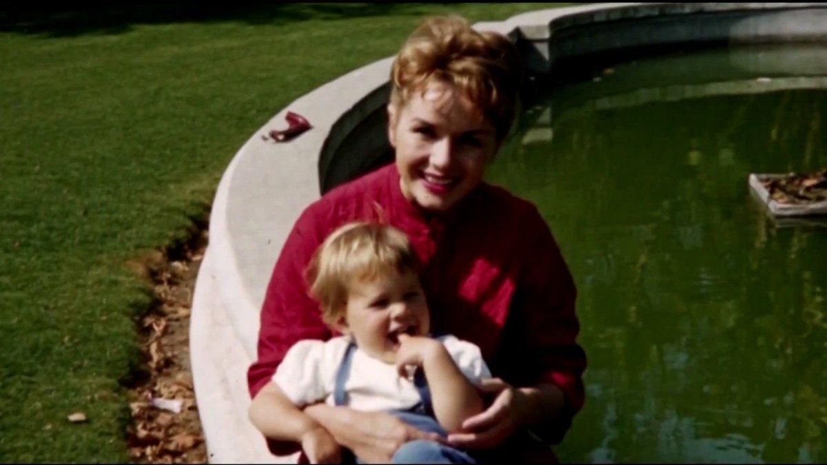 #Debbie# #Reynolds# #Carrie# #Fisher# ... -  https:// matterconcern.com/2017/01/09/deb bie-reynolds-carrie-fisher-tribute-the-golden-globes-2017/ &nbsp; …  - #CarrieFisher #DebbieReynolds #GoldenGlobes #Video<br>http://pic.twitter.com/BSVHgdJX2K