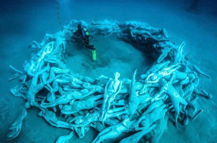 Eerie underwater museum revealed off Canary Islands https://t.co/npRXS...