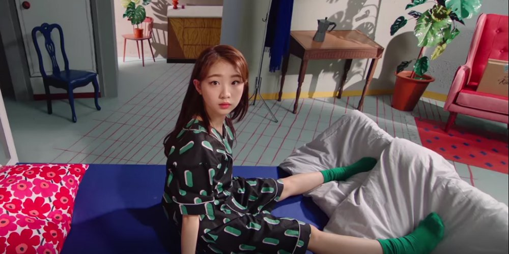 LOOΠΔ's YeoJin promises a 'Kiss Next Time' in solo MV teaser