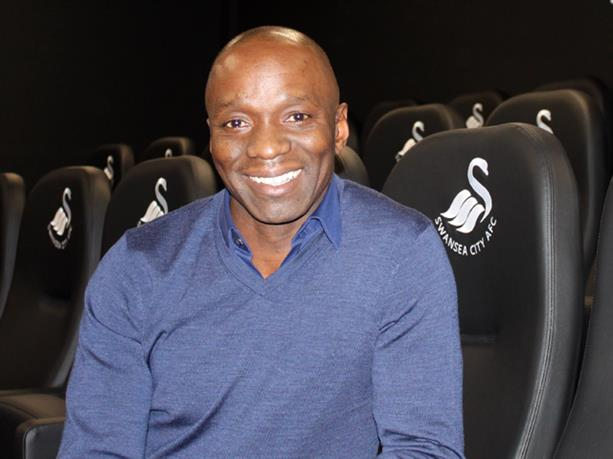 Claude Makelele débarque dans le staff de Swansea https://t.co/5NJyBAi...