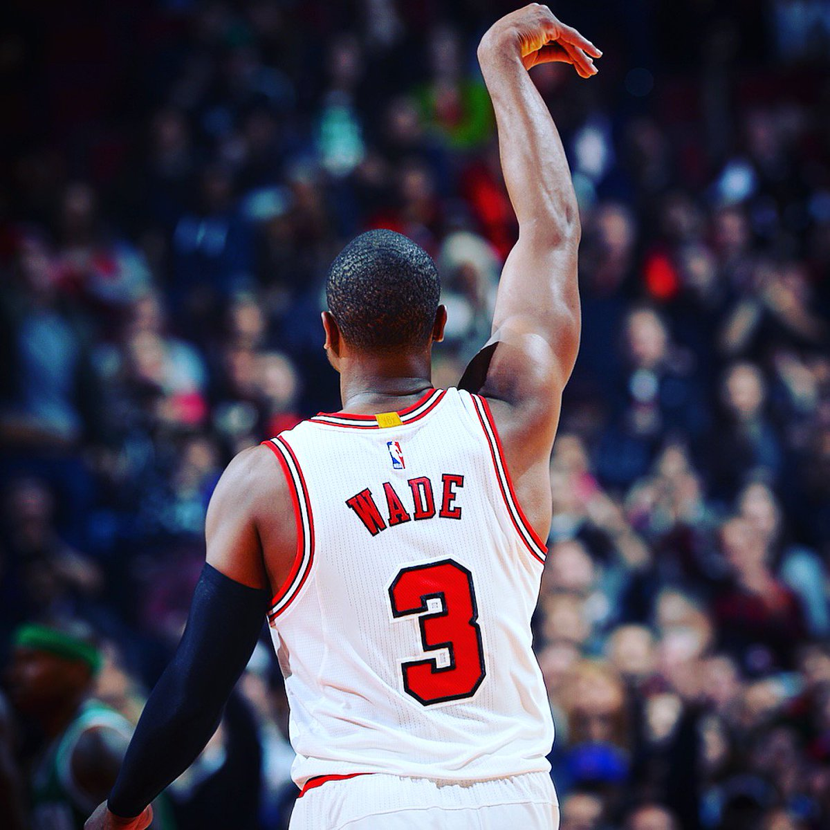 """@chicagobulls: 1 RT = 1 VOTE  Come on #BullsNation, let's send @DwyaneWade to the All-Star game! #NBAVote https://t.co/hGe6XDbxM4"""