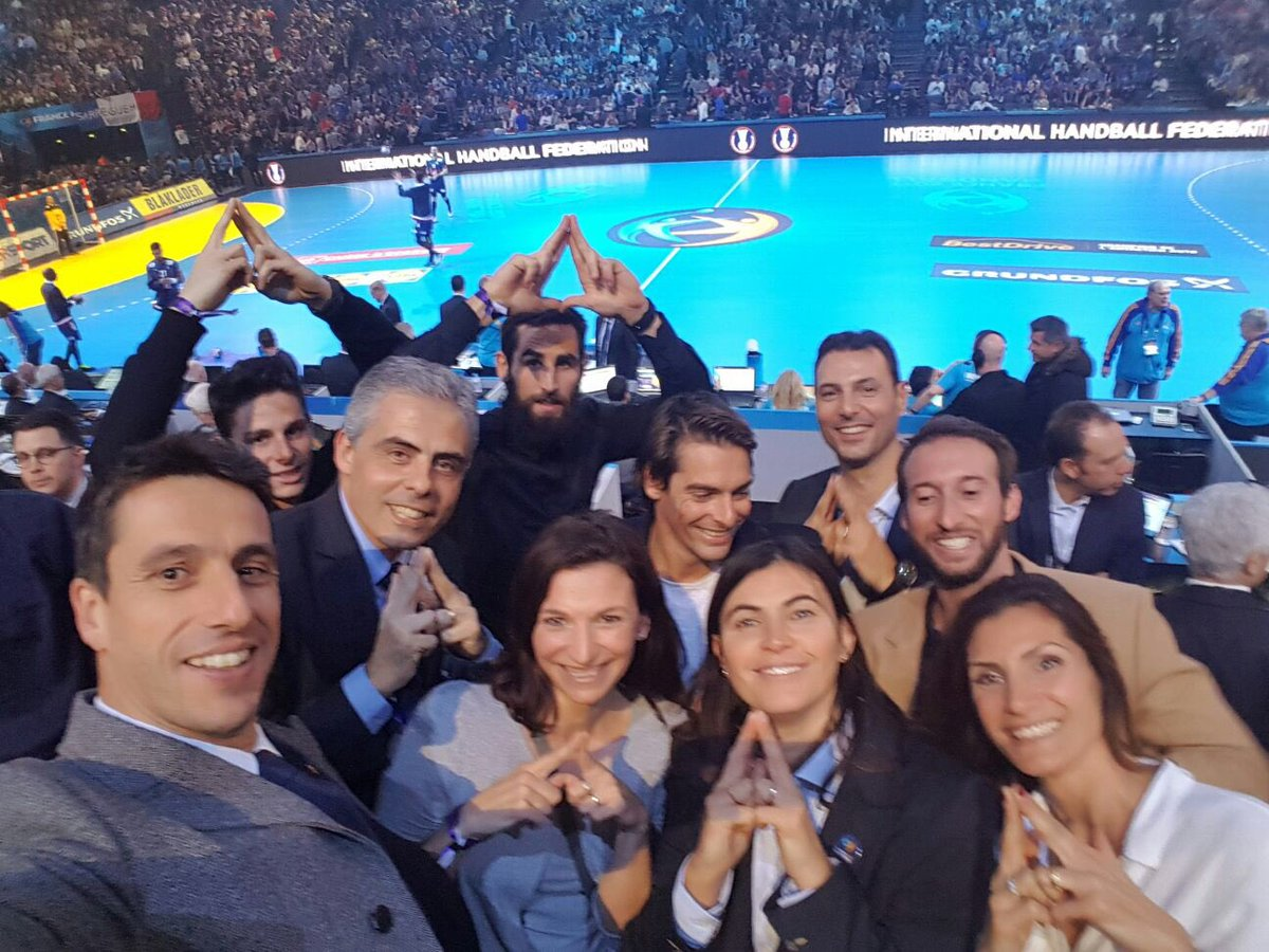 Les athlètes @Paris2024 tous mobilisés derrière les Bleus pour l'ouver...