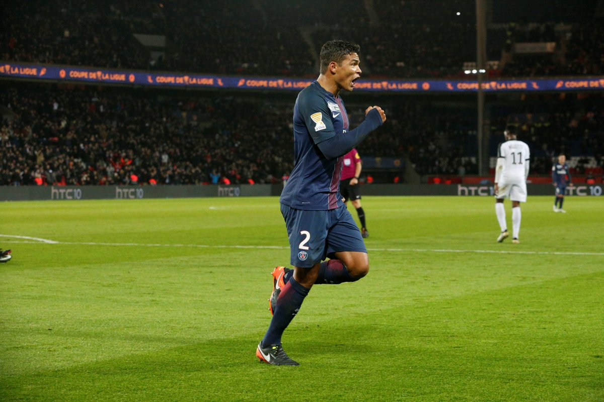 L'homme du moment ! #PSGFCM 🔴🔵 #ICICESTPARIS https://t.co/PNm84p2Nib