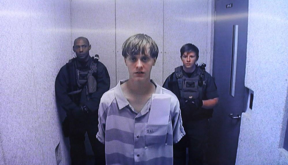 La justice a tranché. #DylannRoof l&#39;auteur de la tuerie de #Charleston est condamné à la peine de mort &gt;  http:// ebx.sh/2j1rJiX  &nbsp;  <br>http://pic.twitter.com/tGTwIojnie